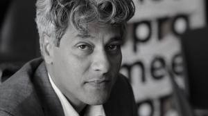 Journalist en schrijver Anil Ramdas (54) overleden, Mediafacts, MediaFacts