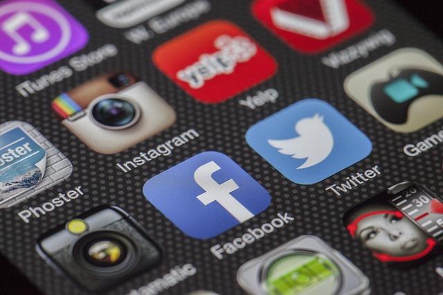 Helft jongeren zegt social mediaverslaafd te zijn
