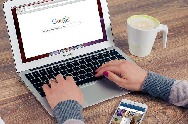 Google bezorgt uitgevers meer siteverkeer, neemt stokje over van Facebook, Hans van der klis, MediaFacts