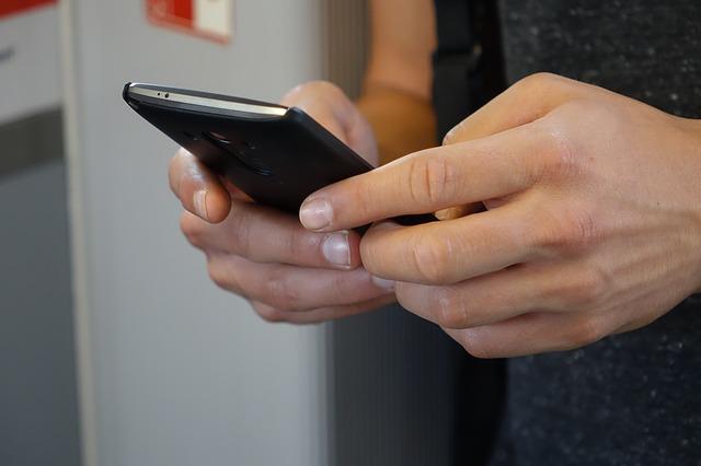 Vrij Nederland start met WhatsApp-abonnement, Hans van der klis, MediaFacts
